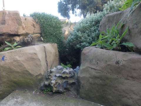 I like the little flint detail in amongst the Pulhamite rocks.